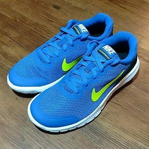 NWT Nike Flex Experience 4 (GS) Boys Sz 5